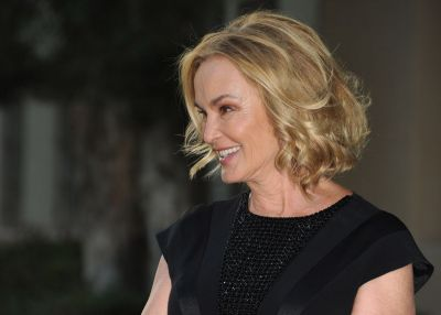 Jessica Lange. Actrita care - dupa un debut patetic in actorie - a obtinut 2 premii Oscar, 5 Globuri de Aur, 3 premii Emmy si un premiu BAFTA