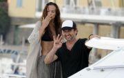Cum se relaxeaza Gerard Butler. Starul de la Hollywood, surprins in timp ce admira mai multe femei, la o terasa, in Londra