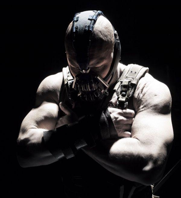 Unul din cei mai duri actori de la Hollywood s-a umplut si mai tare de muschi. Cum arata Tom Hardy in serialul  Taboo , produs de Ridley Scott