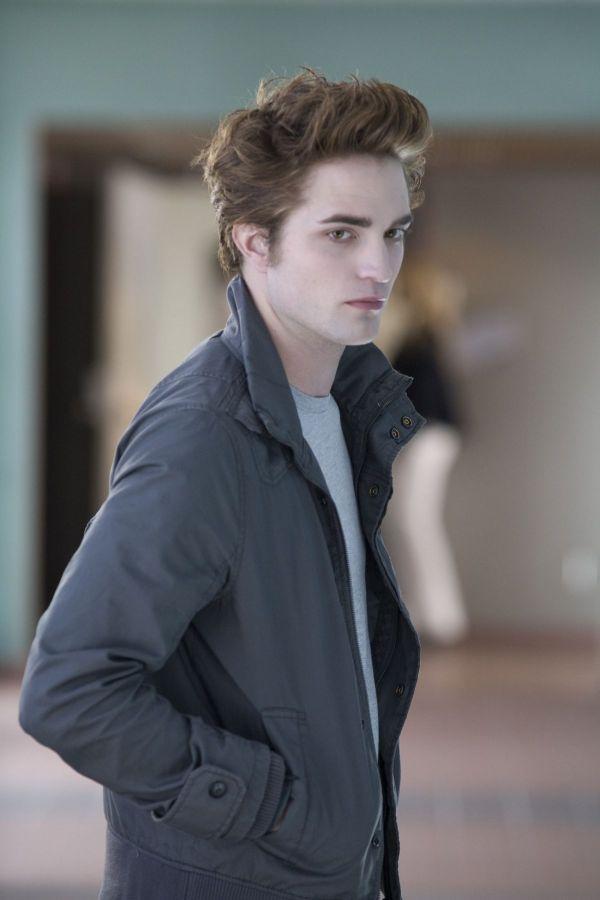 Schimbare spectaculoasa pentru Robert Pattinson. Actorul si-a impresionat fanele cand a aparut cu look a la Twilight