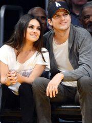 Mila Kunis si Ashton Kutcher au devenit parinti pentru a doua oara. Ce indiciu a oferit actorul despre sexul copilului