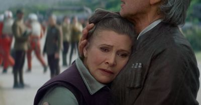 Carrie Fisher, in stare critica. Actrita din Star Wars, in varsta de 60 de ani, a suferit un infarct in avion. Ce a declarat fratele ei