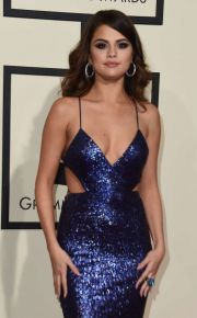 Primul cuplu surpriza din showbiz in 2017. Selena Gomez, surprinsa in timp ce se saruta cu The Weeknd
