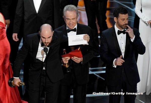 Au aparut primele meme-uri, dupa gafa de la premiile OSCAR 2017. Jimmy Kimmel:  Warren Beatty a facut atat de mult sex, incat nu mai gandeste corect