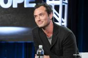 "Jude Law il va interpreta pe Albus Dumbledore in filmul ""Fantastic Beasts and Where to Find Them 2"". Cand va avea premiera"