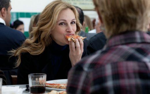 """Julia Roberts s-a ingrasat zdravan in timpul filmarilor de la """"Mananca, roaga-te, iubeste!"""""""