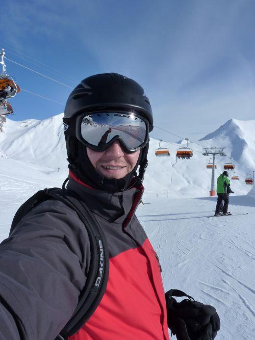 Andi Moisescu are talent la schi! FOTO