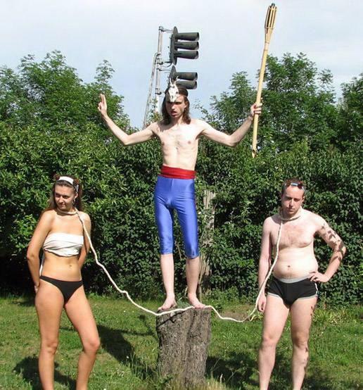 http://assets.sport.ro/assets/protv/2011/02/11/image_galleries/12558/40-de-imagini-absurde-incearca-sa-le-gasesti-o-explicatie-foto_13.jpg