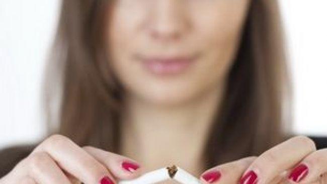 10 motive ca sa nu fumezi cand esti insarcinata