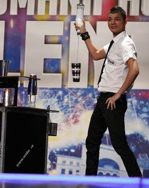Luca Valentin, barmanul care face sa zboare sticle, shakere si pahare!