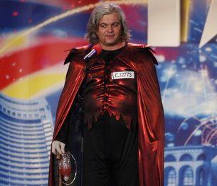 "Borsan Ioan Daniel sau ""Dracula din Turda""! Uite cum danseaza pe "" Maria"", piesa lui Scooter!"