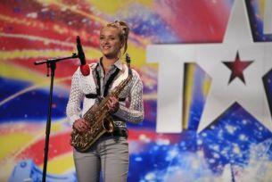 Ana-Maria Sandu canta la saxofon si spera sa studieze la Conservatorul din Bucuresti
