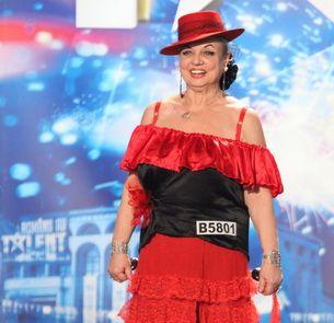 """Camelia Petrovici, denumita si profesoara porno, a fost la """"Romanii au talent""""! Vezi AICI cat de talentata este!"""