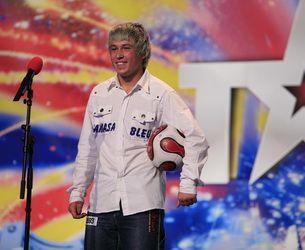 Stefan Florescu se joaca cu mingea mai bine ca un fotbalist!