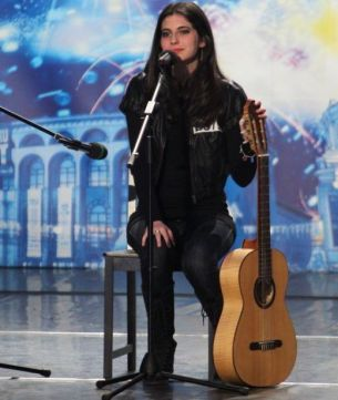 Alma Boiangiu, adolescenta de 19 ani care viseaza sa devina o artista completa!