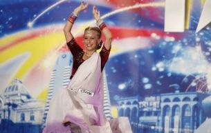 Laura Bogorodea nu a luat niciodata cursuri de dans indian!