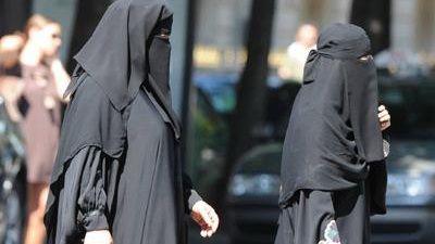 Trei femei, arestate in fata Catedralei Notre Dame! Afla de ce!