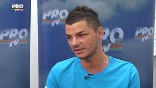 """Cel mai sexy concurent de la """"Romanii au talent"""" nu se mai uita dupa fete, are iubita! VIDEO"""