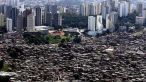 Imaginea zilei - Sao Paulo, Brazilia: Vecini bogati vs. saraci
