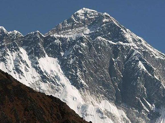 Cat masoara in realitate cel mai inalt munte din lume?