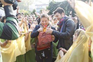 """Sute de romani din toata tara au venit la preselectiile """"Romanii au talent"""" din Bucuresti"""