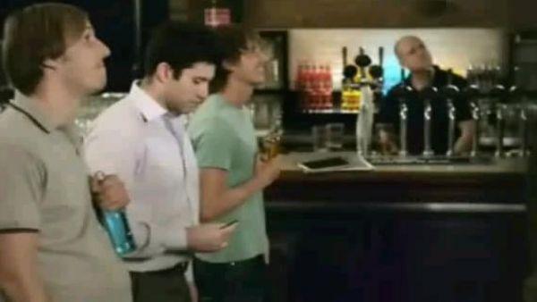 Reclamele cu barbati si bere, disecate la Apropo TV