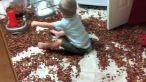 Ghici ce e pe jos! Un alt copil le-a intors parintilor casa pe dos: VIDEO