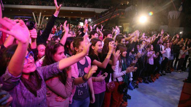 La lansarea albumului de Craciun LaLa Xmas Songs, PESTE 15.000 DE FANI AU STRIGAT IN COR  LALA BAND !
