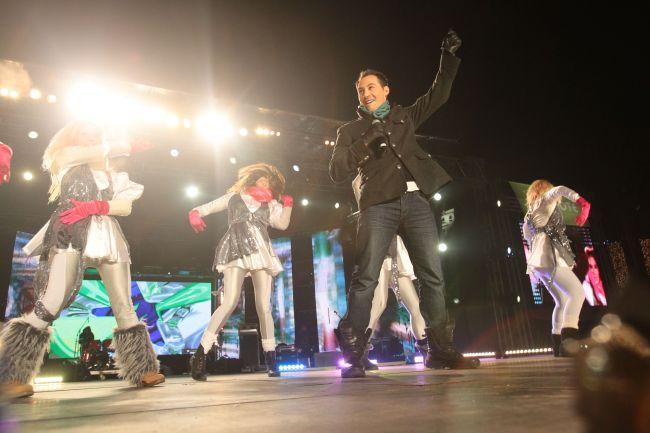 Dragos Chircu si Stefan Stan au facut super show de Revelion in Piata Revolutiei! Vezi FOTO