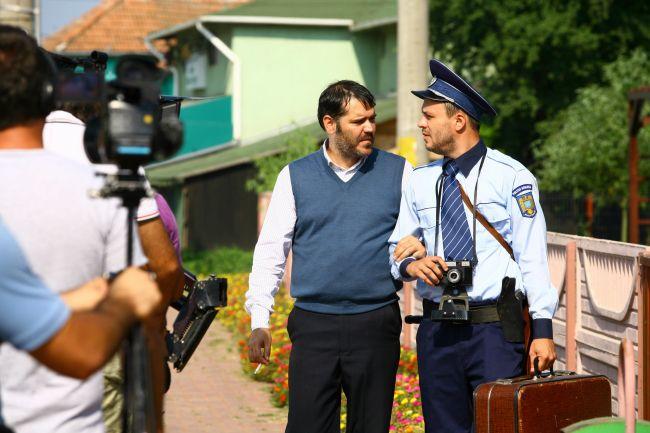 Las fierbinti 2011 Serial TV - romania-inedit3xforumro