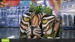 Andi:  Iti trebuie mult curaj sa pui mana pe nasul tigrului . Cel mai fierbinte moment al serii, cu picturi pe TRUPURI GOALE, la  Romanii au talent . VIDEO