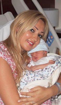 Raluca Zenga este o mamica fericita! Uite primele fotografii cu baietelul ei Walter Jr.