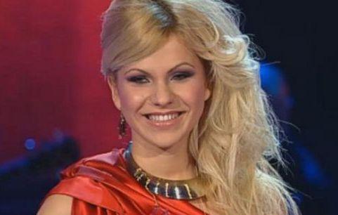 "Blonda lui Brenciu se lanseaza in muzica! Vezi cum suna primul ei single, ""Love me"": VIDEO"