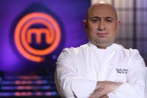 "Chef Catalin Scarlatescu face lumina. <span style=""color:#f00;"">E sau nu ruda cu surorile Luciu?</span>"