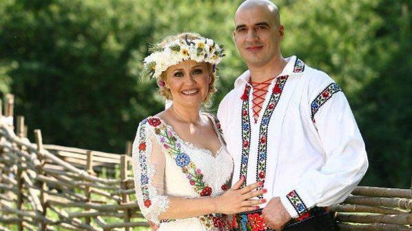 O mireasa memorabila: Elena Lasconi, nunta in costum popular