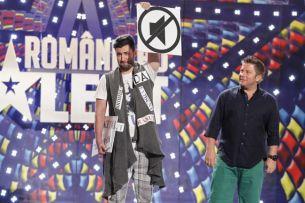 """Smiley a desenat pe cartoane!<span style=""""color:#f00;""""> Nu a rostit nici un cuvant in timpul show-urilor</span> de la Iasi de la """"Romanii au talent"""" Afla ce s-a intamplat"""
