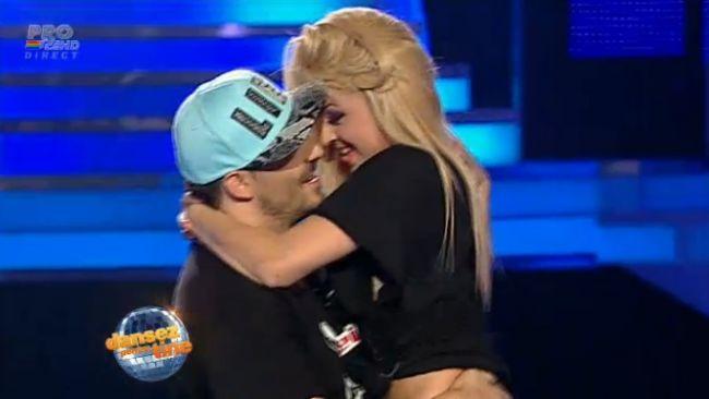 """Miscari indraznete in ritm de hip hop! <span style=""""color:#f00;"""">Stefan Stan a dansat cu iubita lui</span> la """"Dansez pentru tine"""". Vezi ce a iesit:"""