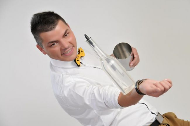 Luca Valentin, fost concurent la  Romanii au talent , desemnat cel mai bun barman de flair din lume