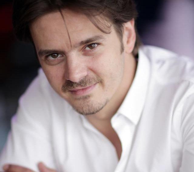 Mihai Petre, mai simpatic ca niciodata. Ipostaza inedita in care pozat pentru fanii de pe Facebook: