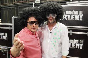 "Smiley: ""Pavel Bartos e terapeut prin comedie"". Cele mai funny momente de la ""Romanii au talent"", povestite chiar de cei doi prezentatori"