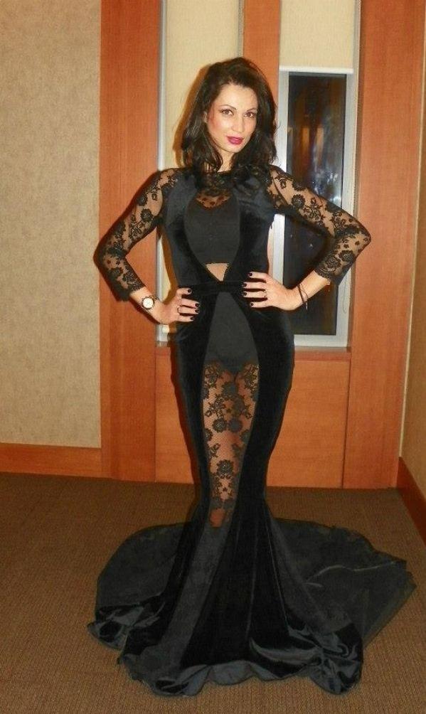 magazin culori delicate preț uimitor Nicoleta Luciu intr-o rochie complet transparenta. Aparitia care ...