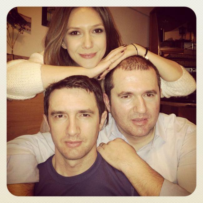 Stiai ca Adela Popescu mai are doi frati? Fanii au fost uimiti sa vada cat de mult seamana intre ei: FOTO