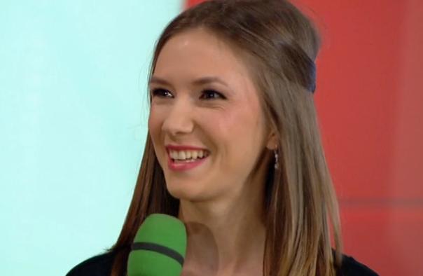 Adela Popescu, intr-o rochita cat un tricou la Cancan TV. Cu ce declaratie indrazneata a uimit actrita din  Pariu cu viata