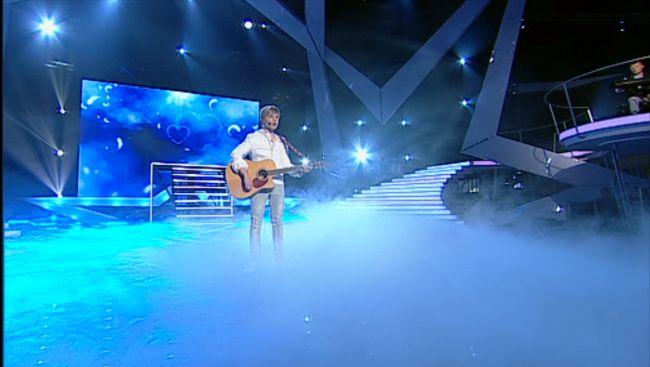Adrian Aron a cantat din nou pentru tatal sau din Afganistan si a reusit sa induioseze audienta. Andra:  Ai cantat impecabil, curat