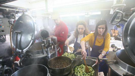 """Concurentii de la """"MasterChef"""", cat pe ce sa dea foc Bricului Mircea"""