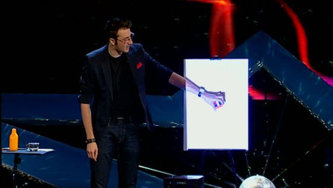 Magician, mentalist, showman. Vlad Grigorescu, un veritabil  Superman  in finala  Romanii au talent . Juriul:  A fost superb momentul