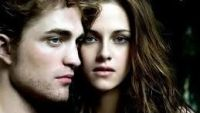 Kristen Stewart si Robert Pattinson s-au despartit. Actrita este devastata de suparare. Cum a fost surprinsa