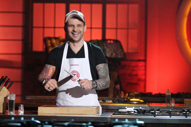 """Parca ar fi desprinse din celebrul LA Ink. Uite cum arata tatuajele lui Alex Hora de la """"MasterChef"""""""