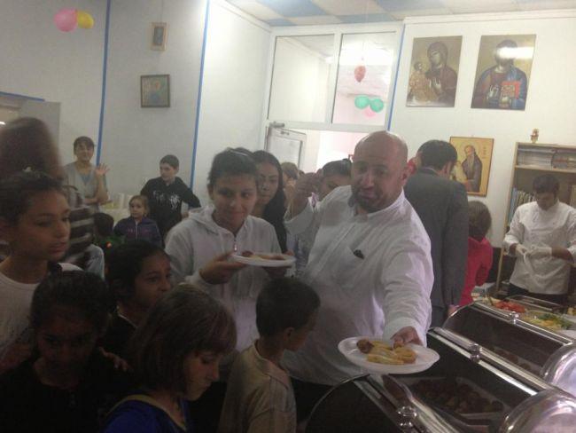 Chef Catalin Scarlatescu le-a gatit copiilor orfani de ziua lor