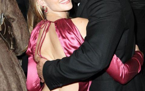 Fotografiile care l-ar putea face gelos pe durul Jason Statham. Iubita lui se distreaza alaturi de cinci barbati